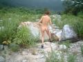 山道脇で全裸撮影〜1
