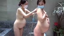 妊婦美熟女上司二人と混浴